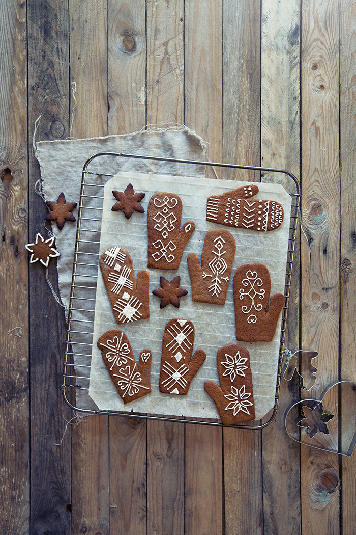 11_Gingerbread_mittens